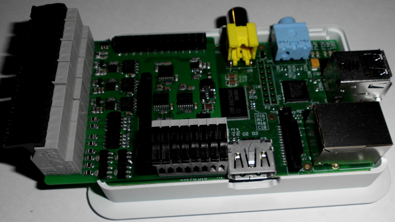 hardware:controllers:raspi_6xs0_3x1-wire_1xir_gehaeuse2.png